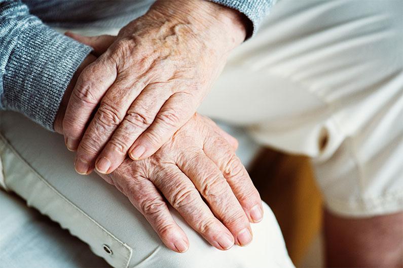 Depressionsbehandling hos äldre är inte bara läkemedel